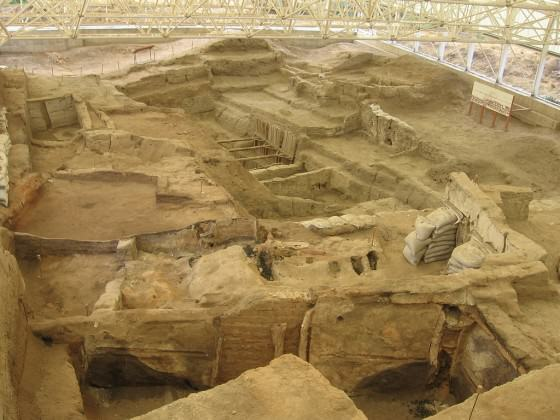 Çatalhöyük seen from the roofs of its excavated dwellings Photo: ©jessogden1