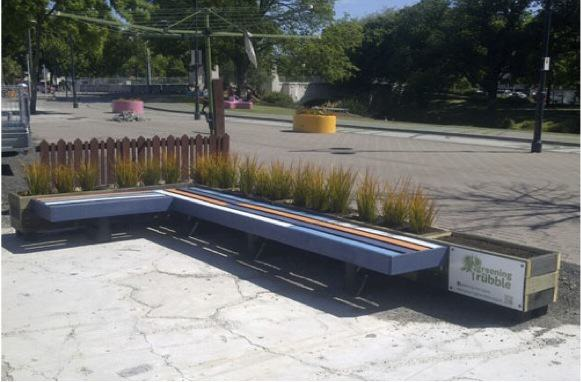 Modular seats from pallets and planters http://greeningtherubble.org.nz