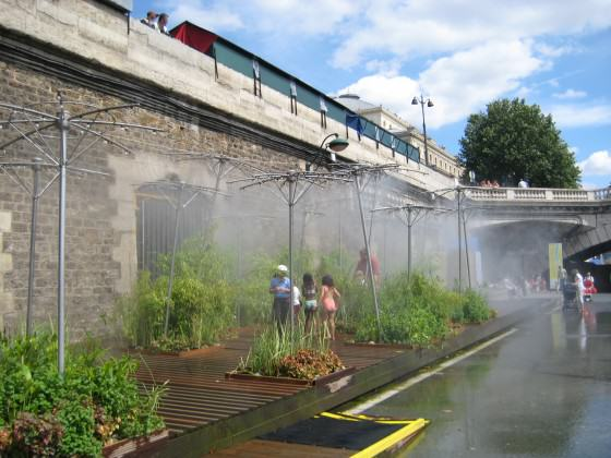 """Paris Plage"" – Paris Beach: in the summer the border of the Seine river is transformed in a beach. Now some parts are closed to vehicles at all times (July 2009). Photo: Cecilia Herzog"