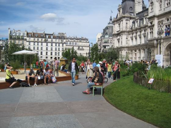 """Hôtel de Ville"" - City Hall: the paved area in front converted into a regional ecosystem demonstration and educational project (july 2009). Photo: Cecilia Herzog"