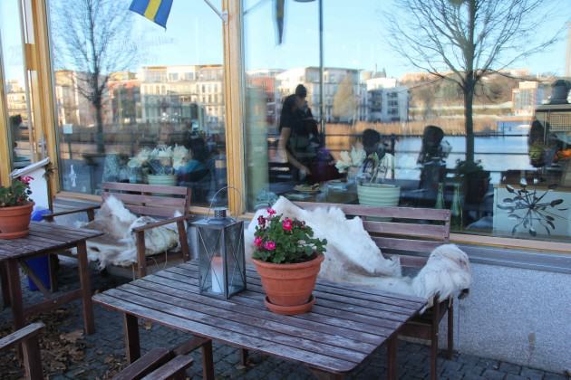 Common urban space and one of the cafes. Photos: Maria Ignatieva