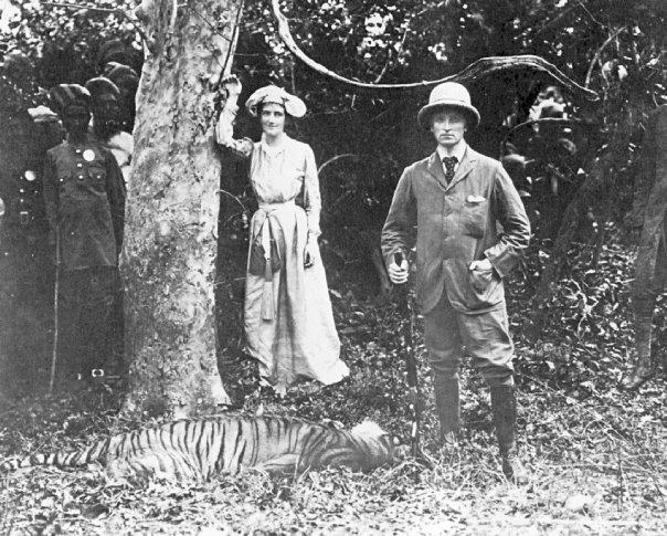 Lord and Lady Cuzon, governor of India in 1903 with tiger