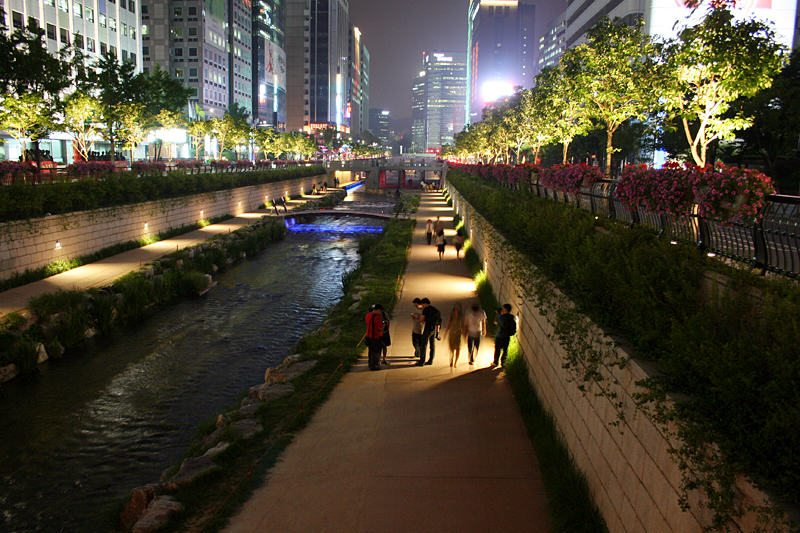 9) Cheonggyecheon stream in Seoul. Credit d'n'c