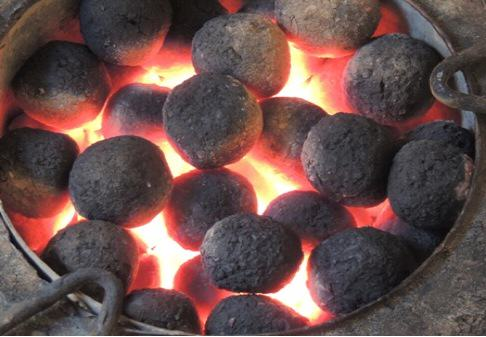 banana peelings as charcoal briquette essay Charcoal made from banana peelings women from the community display some of the briquettes the stoves are designed to reduce the quantity of either briquettes or charcoal used for cooking, hence reducing fuel consumption.
