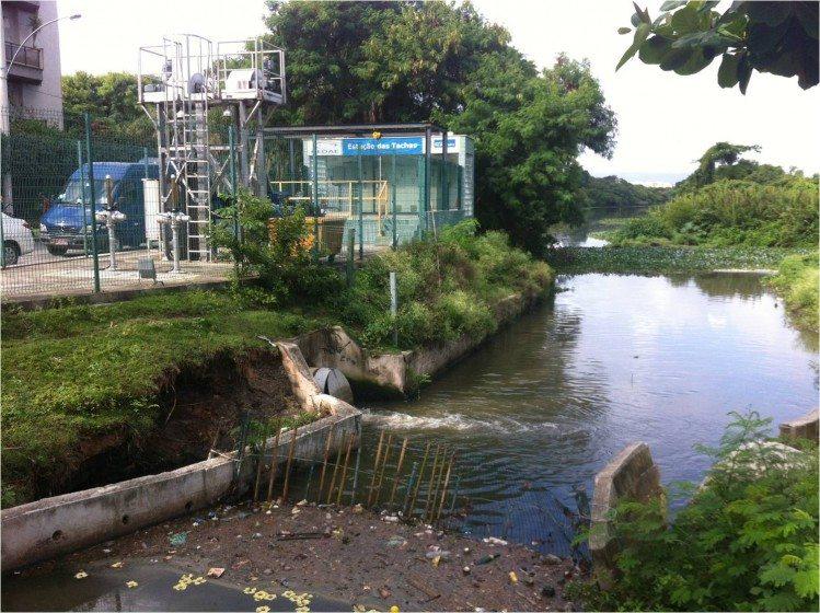 A sewage canal in Rio. Photo: Cecilia Herzog