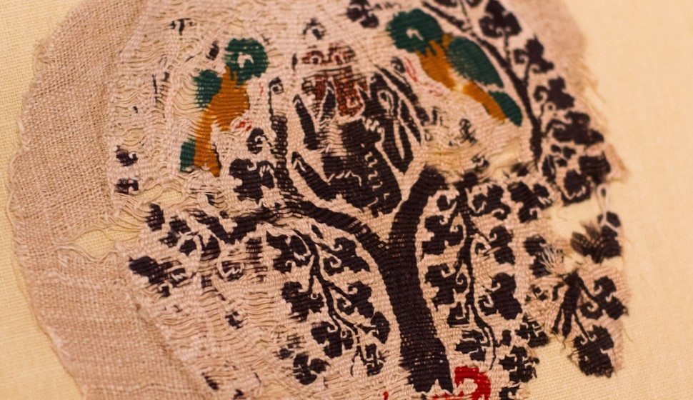 Textile fragment with an oval medallion containing a Tree of Life, 6th century Egypt, Wool and linen