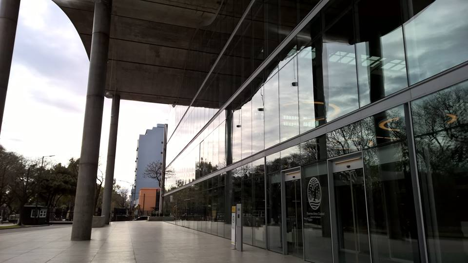 The new government building of Buenos Aires city (Foster+Partners). The administration has placed an emphasis on the construction and renovation of urban infrastructure in the southern part of the city, a strategy of social inclusion that aims to integrate the poorest districts in the urban development of the city. Photo: Ana Faggi