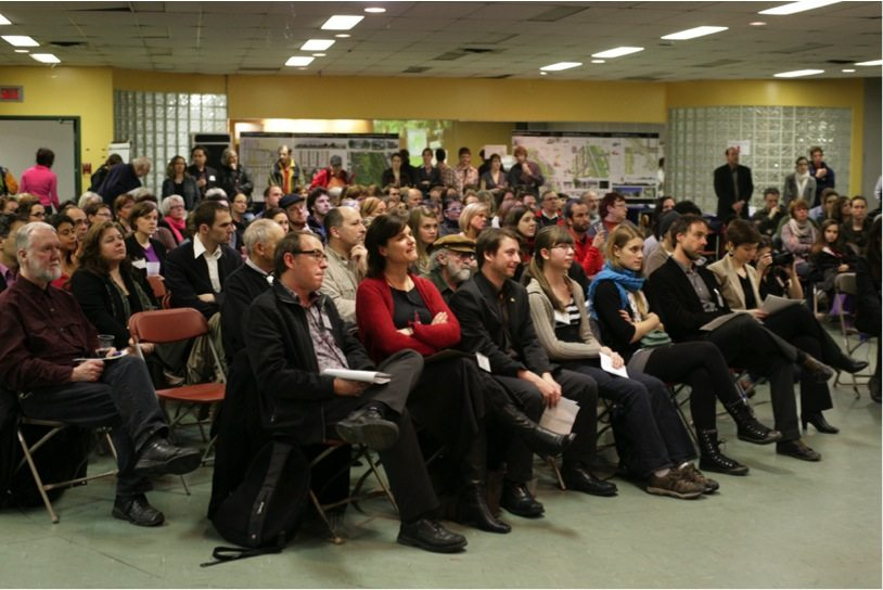 Standing-room only at a public presentation of one of the four Green, Active, Healthy Neighborhood plans developed in the first phase of the project. Source: CÉUM