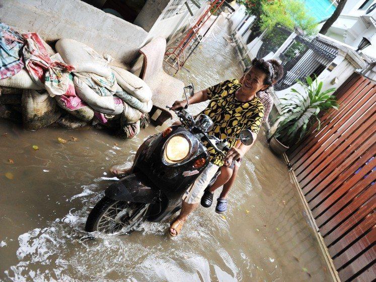 Flooding—Bangkok—Photo 1000 Words