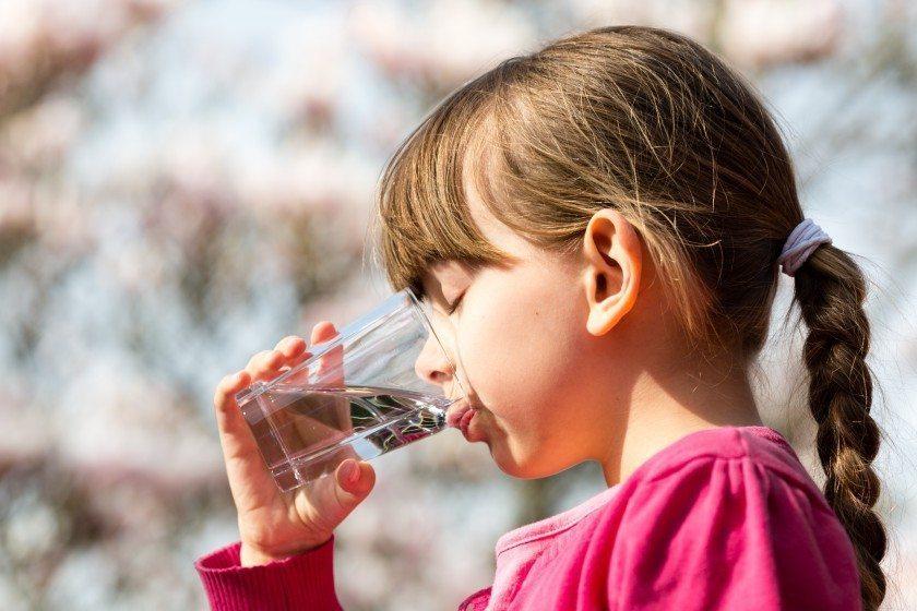 Girl drinking Photo—Mikkel Bigandt