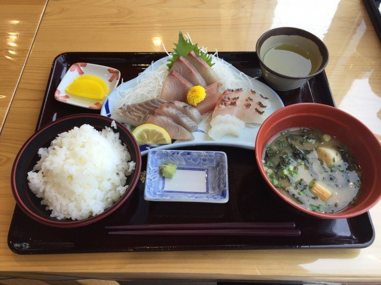 Fresh_Fish_LunchPhoto_by_Keijiro_Suzuki