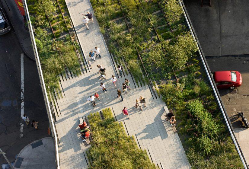 Overhead view of paving- planting gradient. Credit: © Iwan Baan