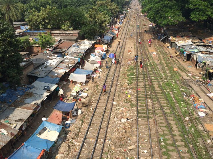 dhaka-rail-shacks