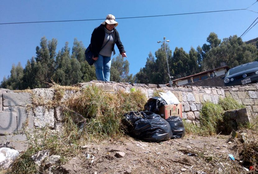 c4cb746f2108 A Cusco resident points to the disposable problem. Photo  Joshua Castro