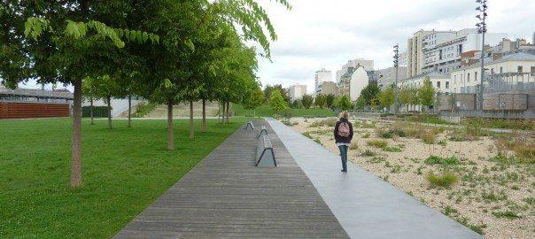 """""""Jardin d´Éole"""" – Novo parque na zona norte da Cidade: ecossistema arenoso no lado direitor, com pequeno alagado construído na extrema direita. Photo: Cecilia Herzog"""