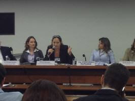 Eliana Azevedo (ANP –Vice-President, center), Isis Gurken (landscape designer, left) and Flavia Morais (Congress Representative, right). Photo: João Jadão
